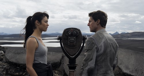 oblivion,joseph kosinski,tom cruise,morgan freeman,olga kurylenko,tron : legacy,matrix,2001,science-fiction américaine